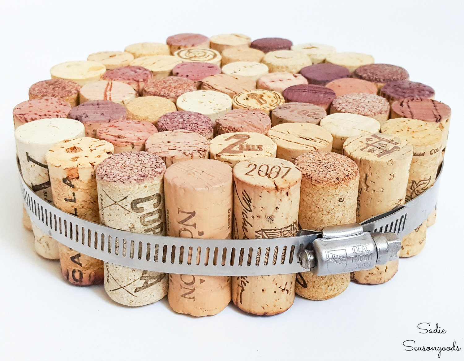 Cork trivet to use as a kitchen hot pad as a cork craft idea