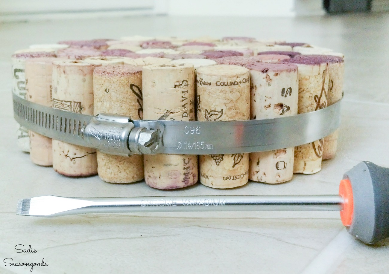 Wine cork craft ideas with a cork trivet for the kitchen