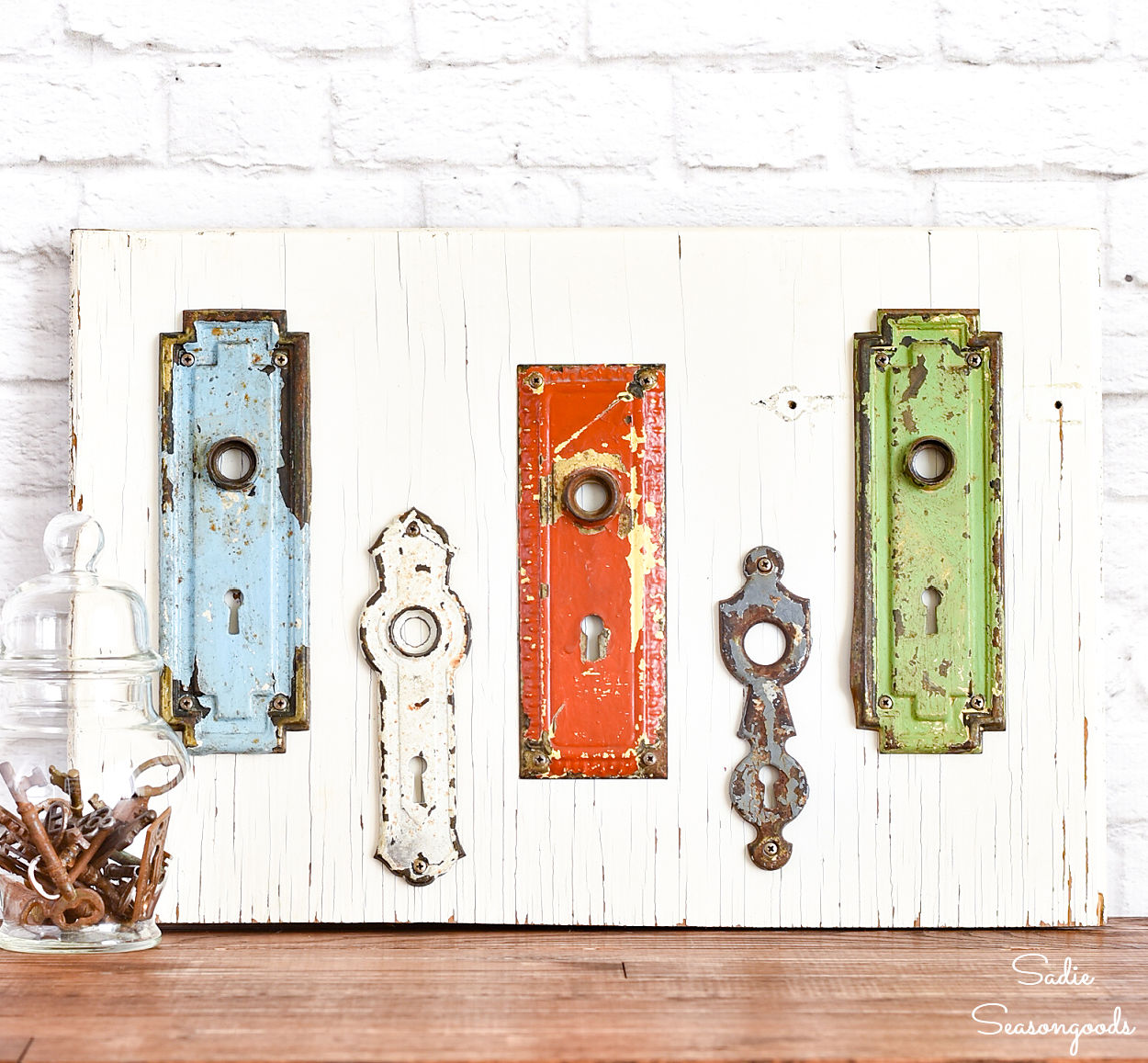 Decorating the Entryway with Keyhole Covers