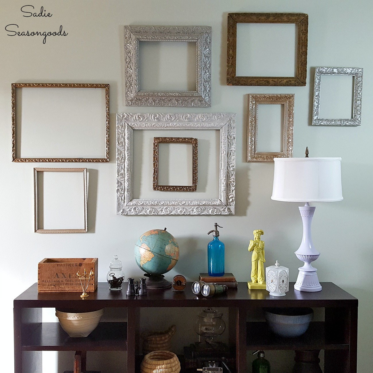Upcycling vintage picture frames and painting frames into gallery wall frames for simple home decor