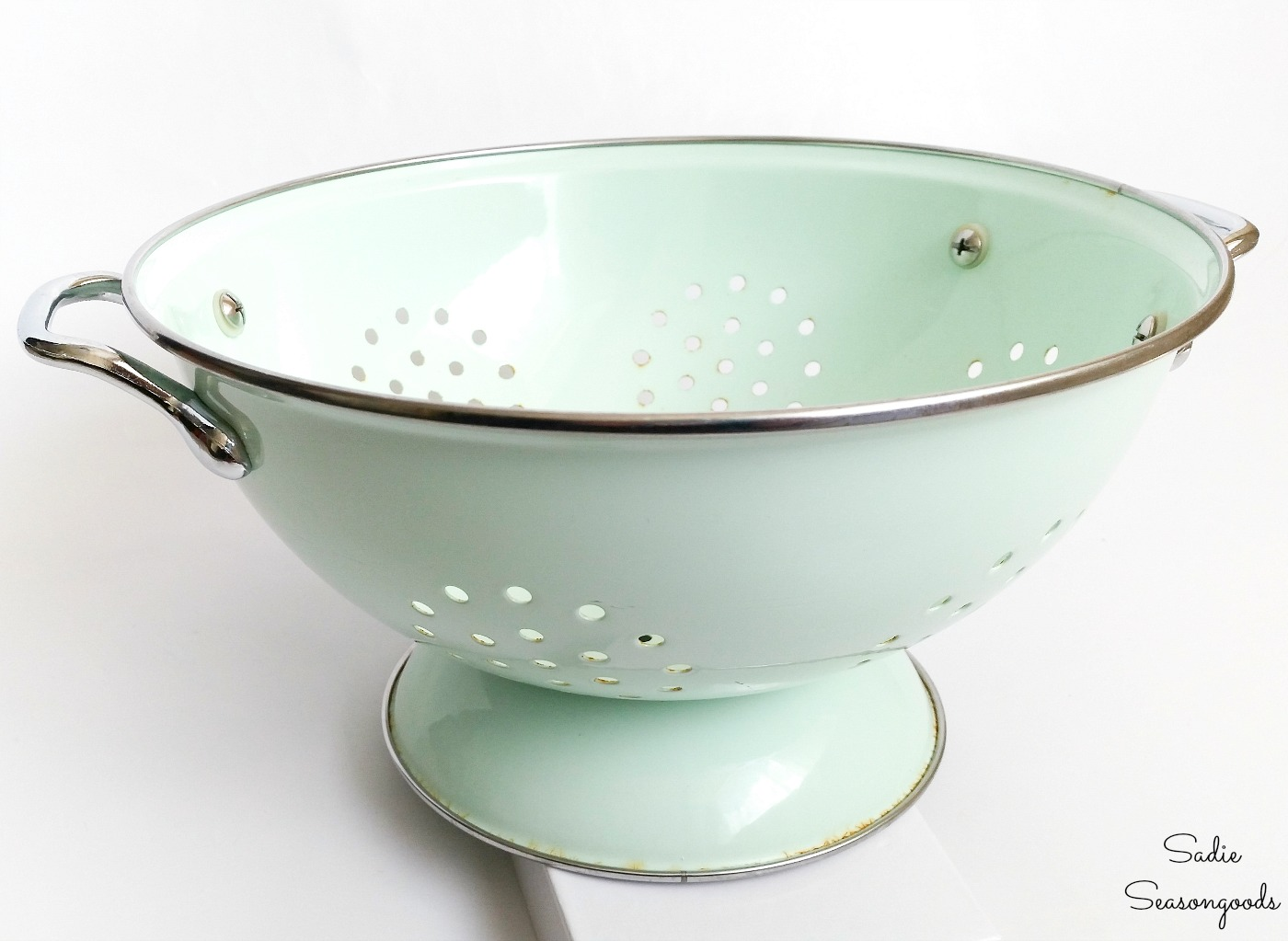 Enamel colander to be upcycled into a hanging basket and planter