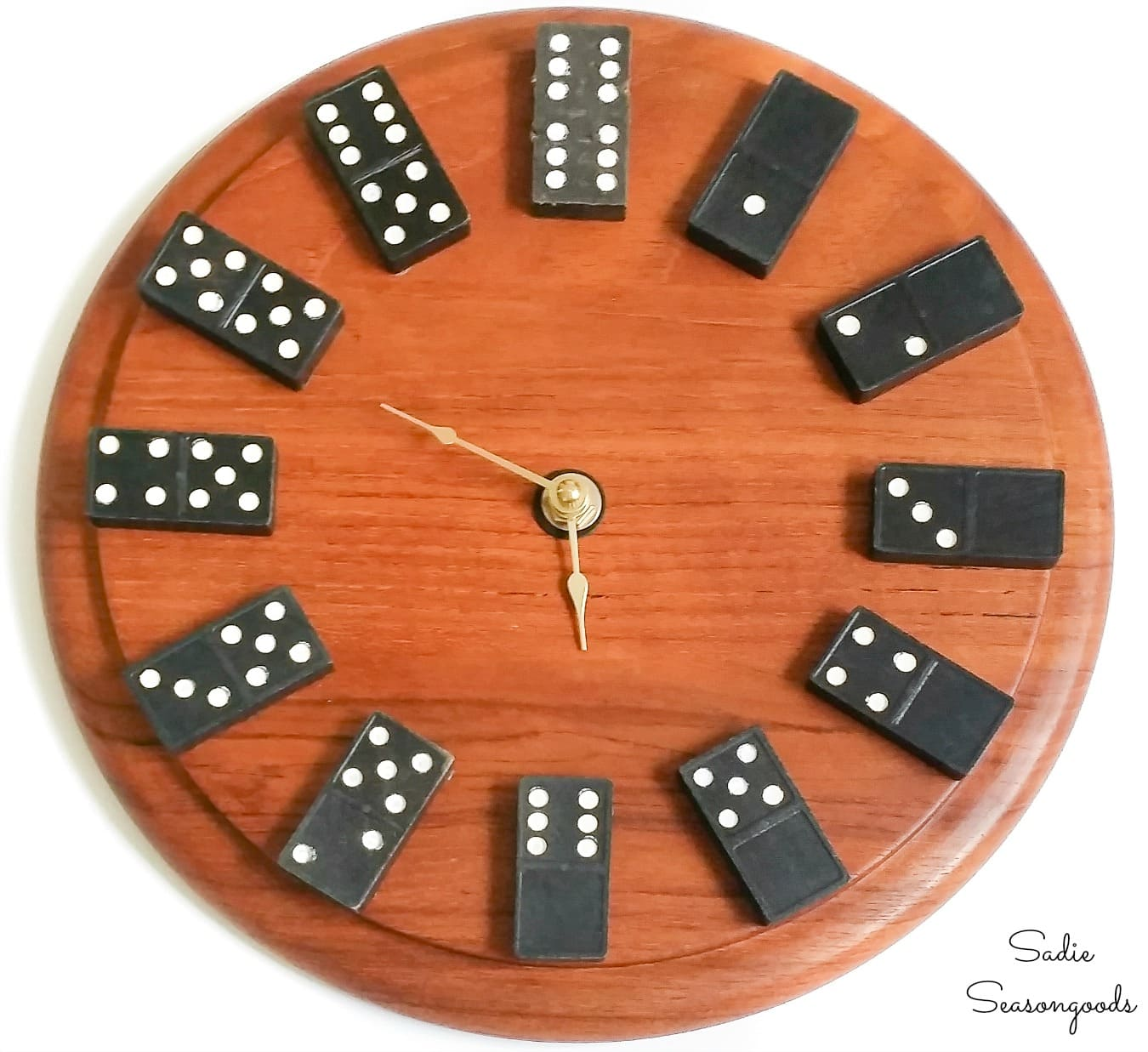 Building a domino clock for home office wall decor