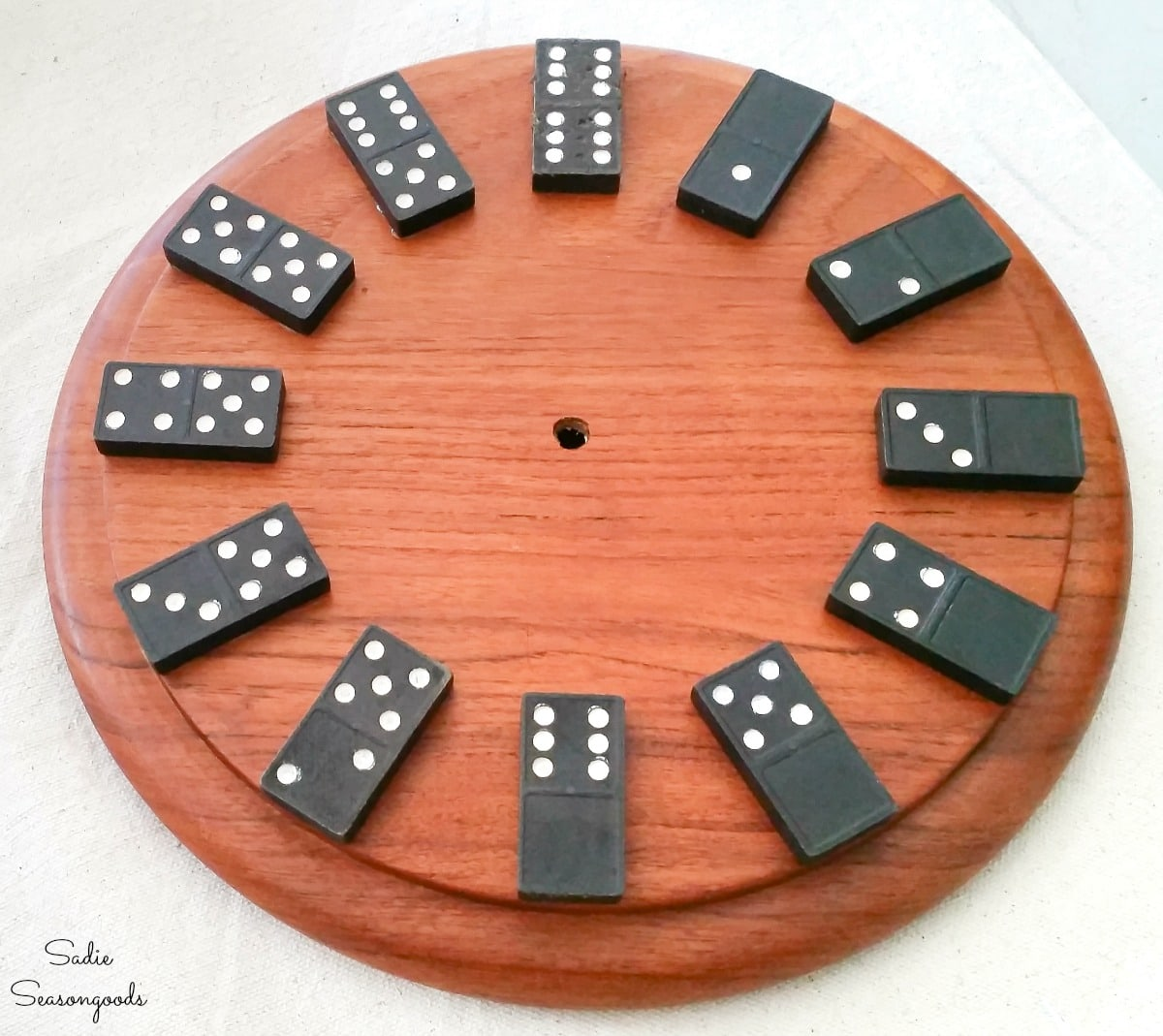 Upcycling the base of a cheese dome as a domino clock