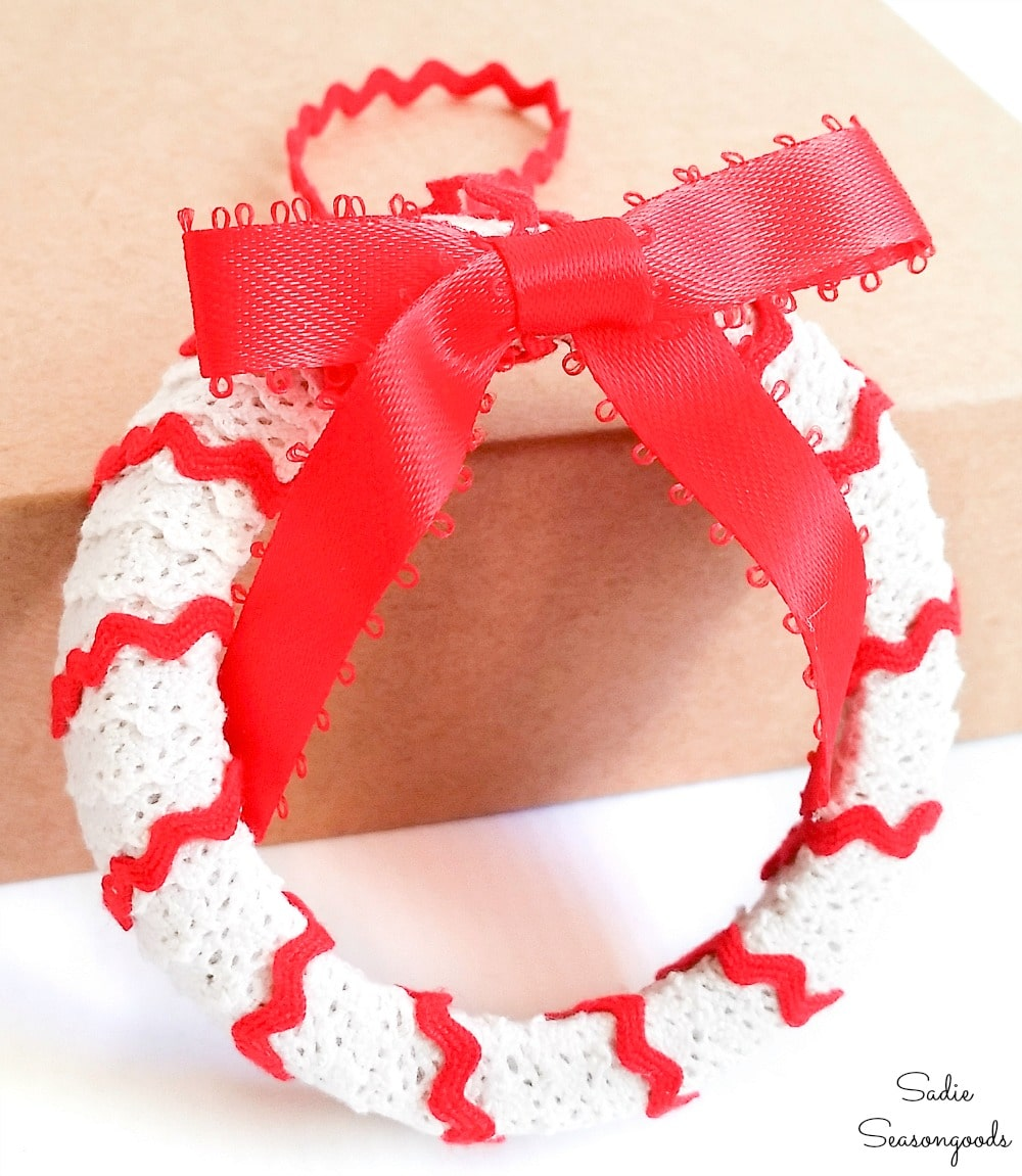 Mason jar lid wreath ornament with lace and rick rack