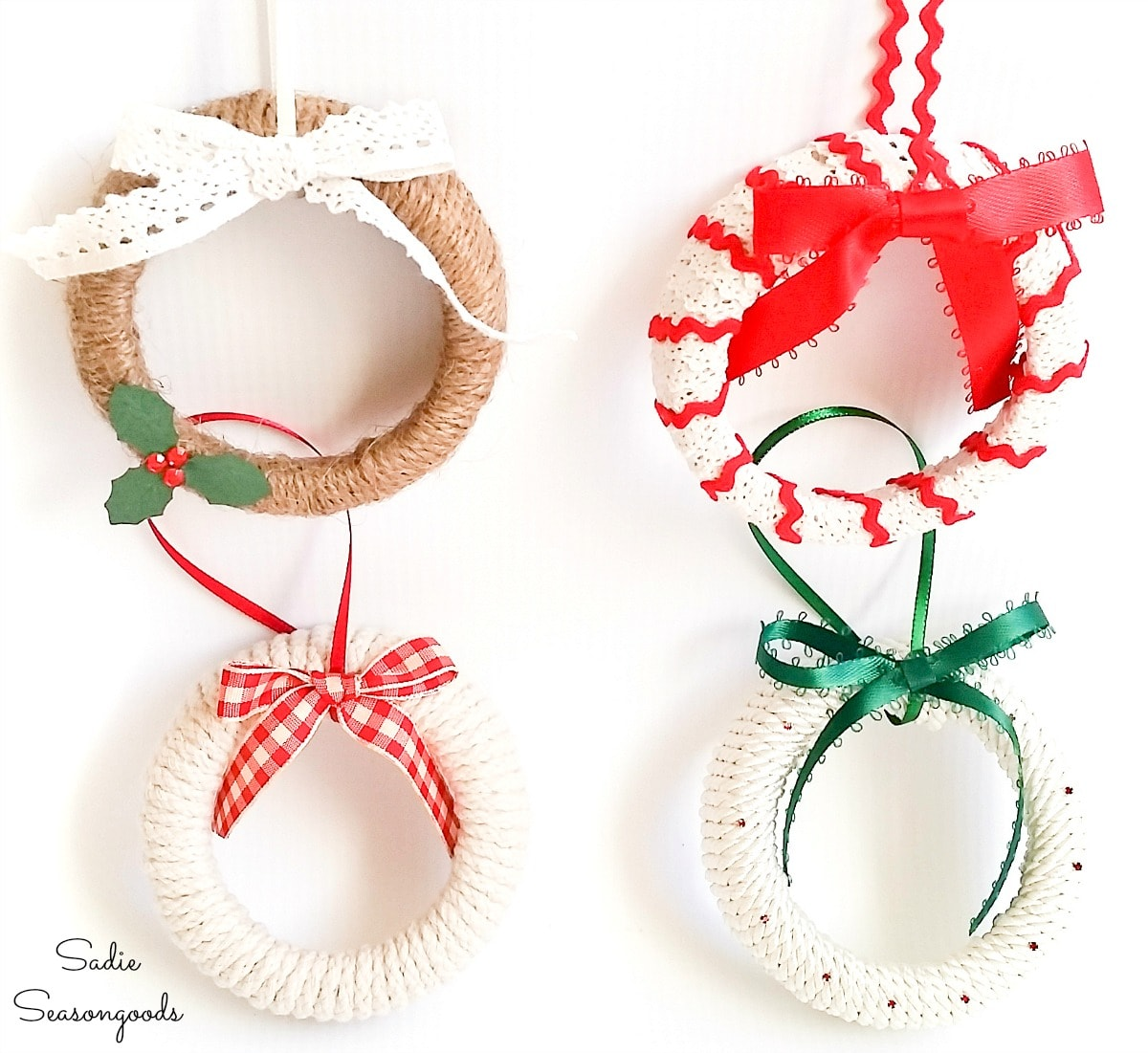 Mini Christmas wreaths as ornaments from mason jar lids