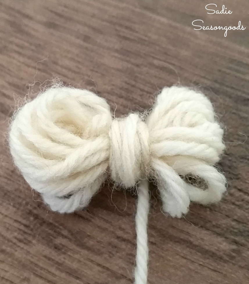 How to make wool dryer balls to use as a fabric softener alternative for Green Life by Sadie Seasongoods