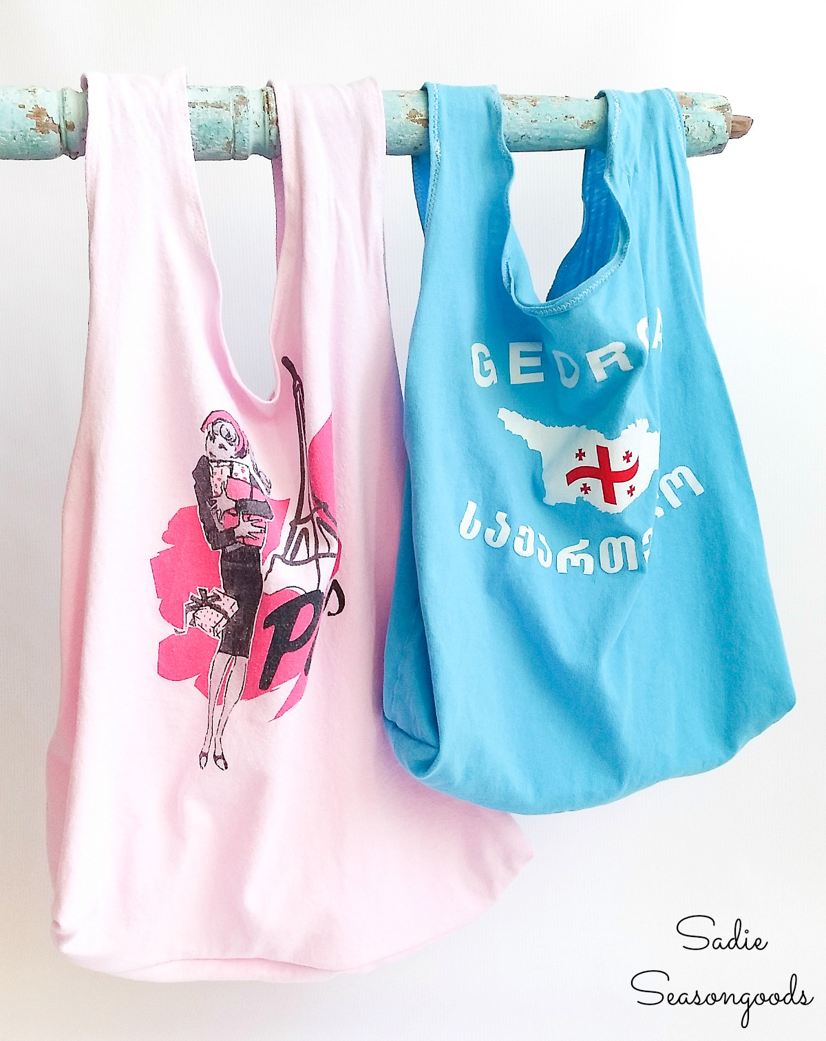 Reusable bags for fruit and vegetables by upcycling a t shirt