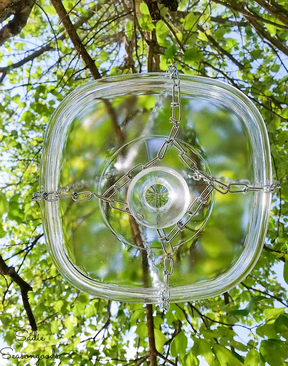 Hanging bird bath that is easy to clean by upcycling a glass lid