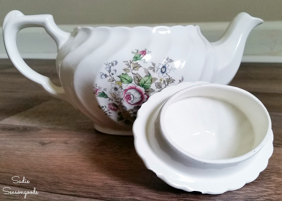Upcycling the lid of a vintage teapot into a needle cushion or DIY pin cushion