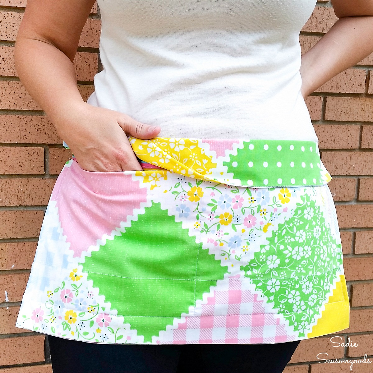 Half apron by upcycling a vintage pillowcase with ribbon belt