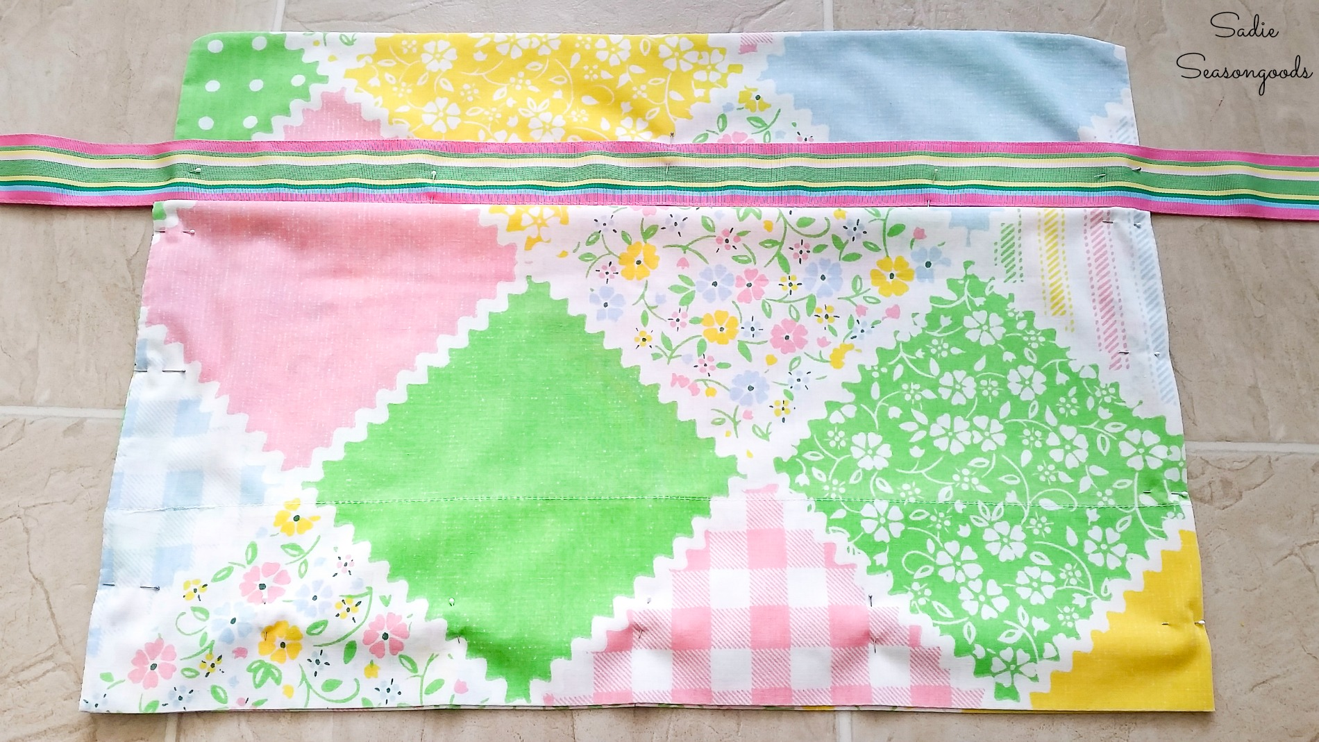 How to make an apron from a pillowcase