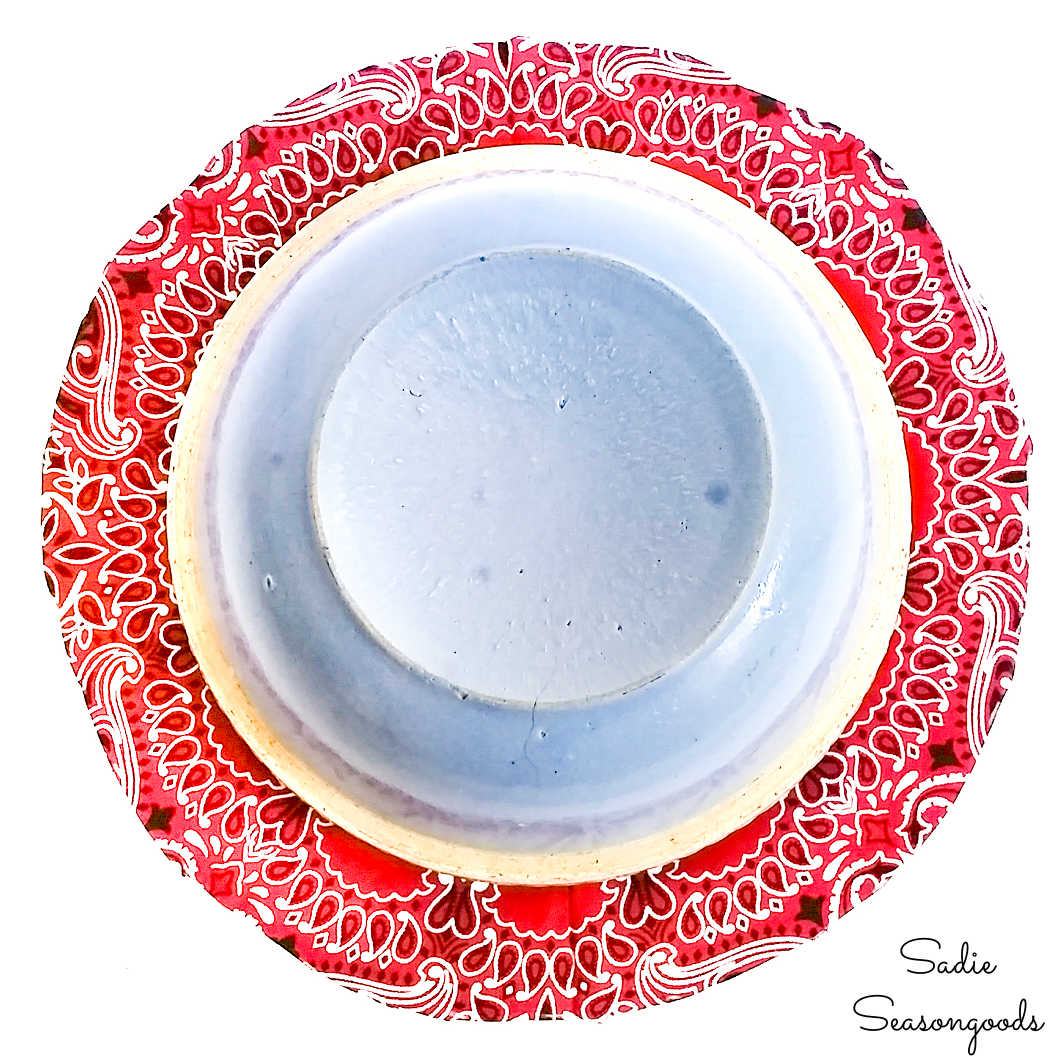 how to make a fabric bowl cover from a bandana