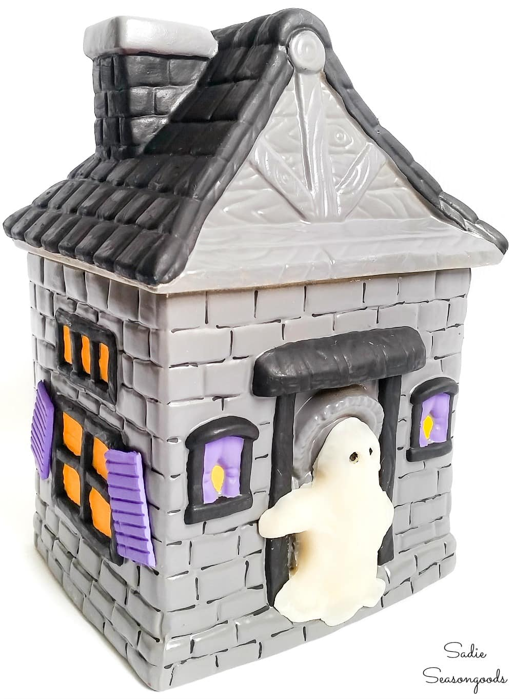 Haunted house cookie jar as cute Halloween decorations