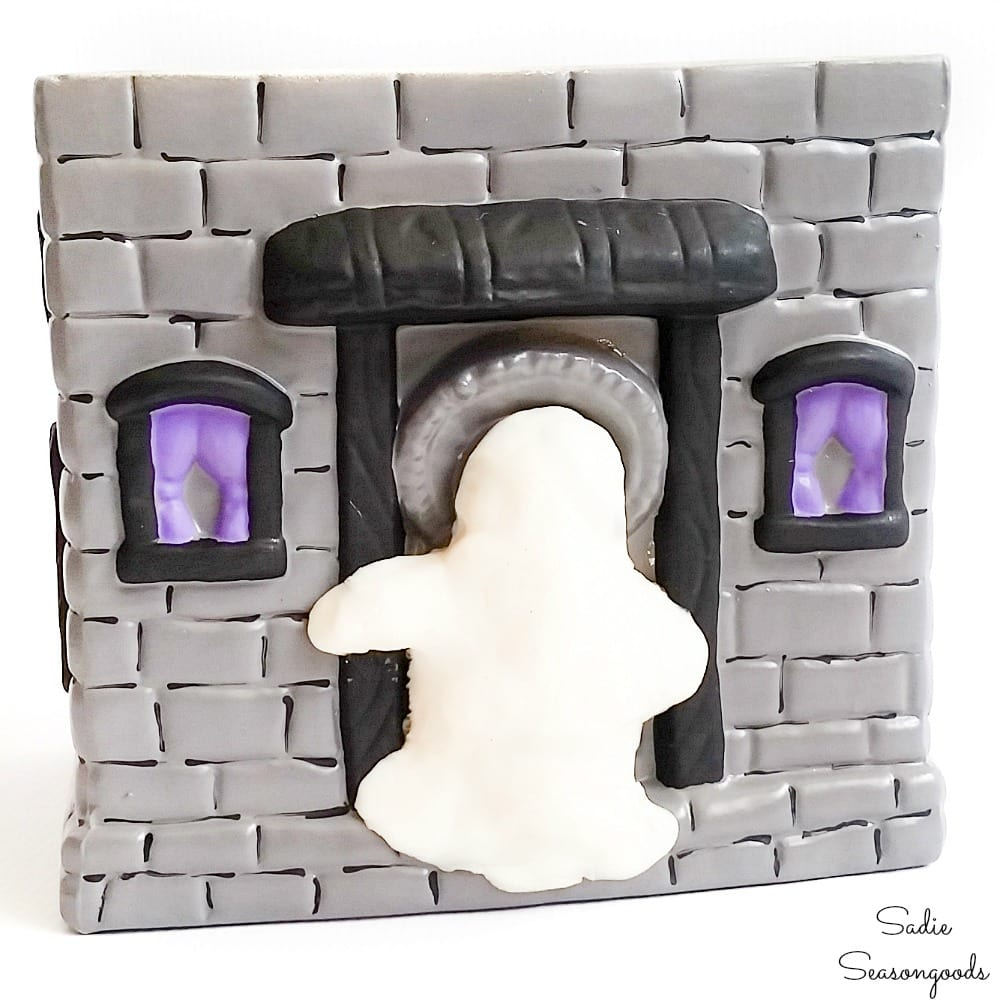 Self drying clay to make a Halloween ghost
