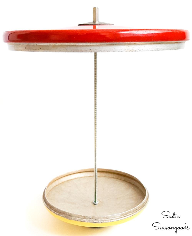 Attaching a lid to a platform bird feeder