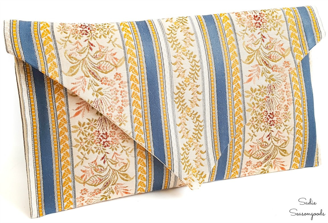 Envelope clutch pattern from a table runner