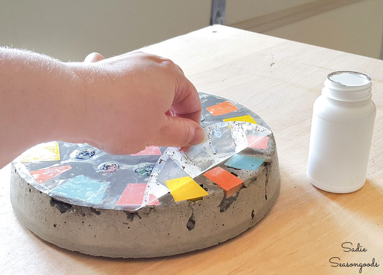 Finishing a stepping stone with outdoor key hider