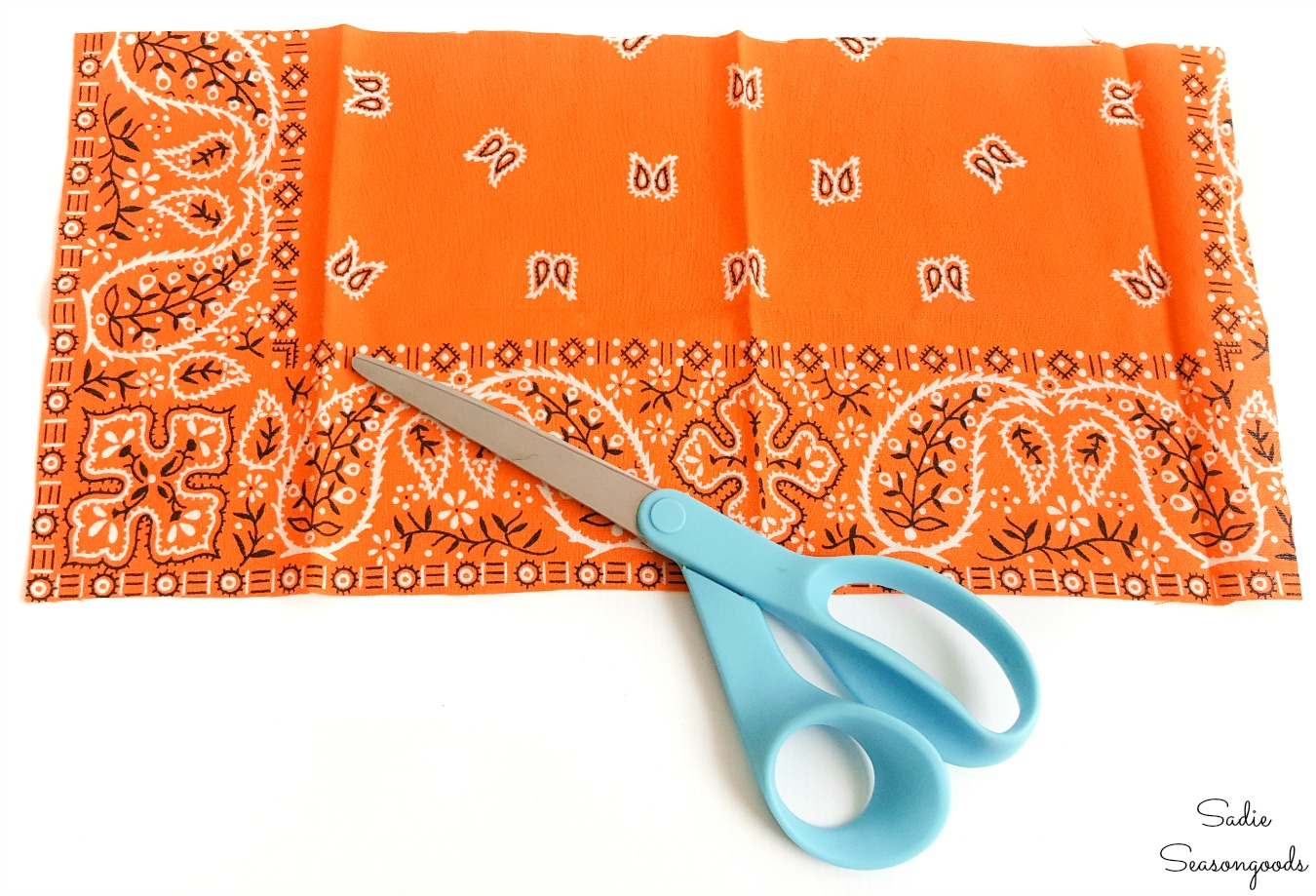 DIY fabric pumpkins from a Halloween bandana
