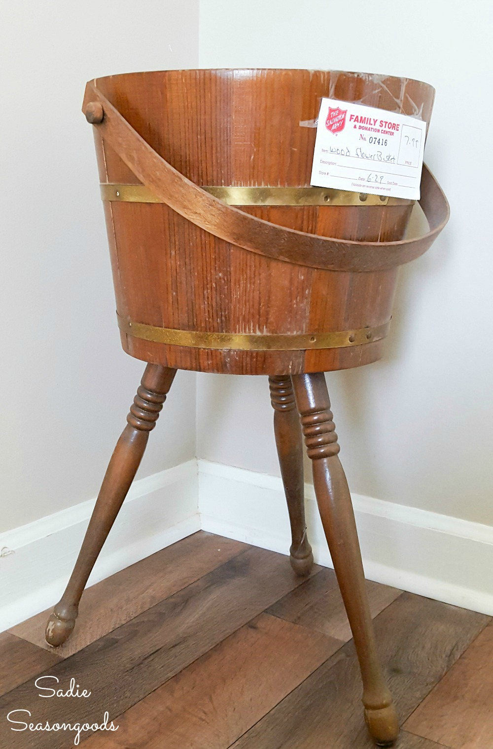 Upcycling a sewing bucket as a Halloween candy stand