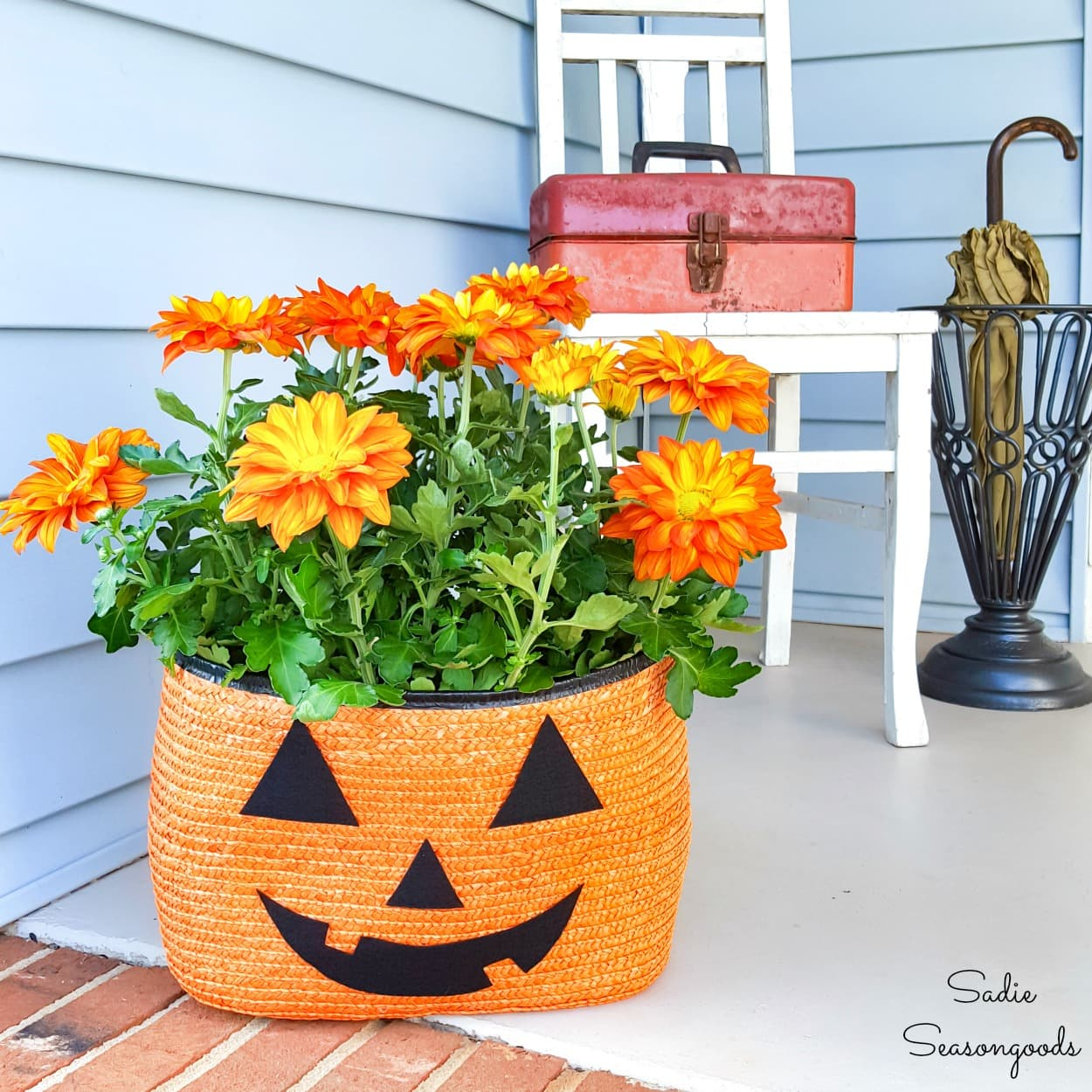 Upcycling a Straw Tote as a Halloween Planter