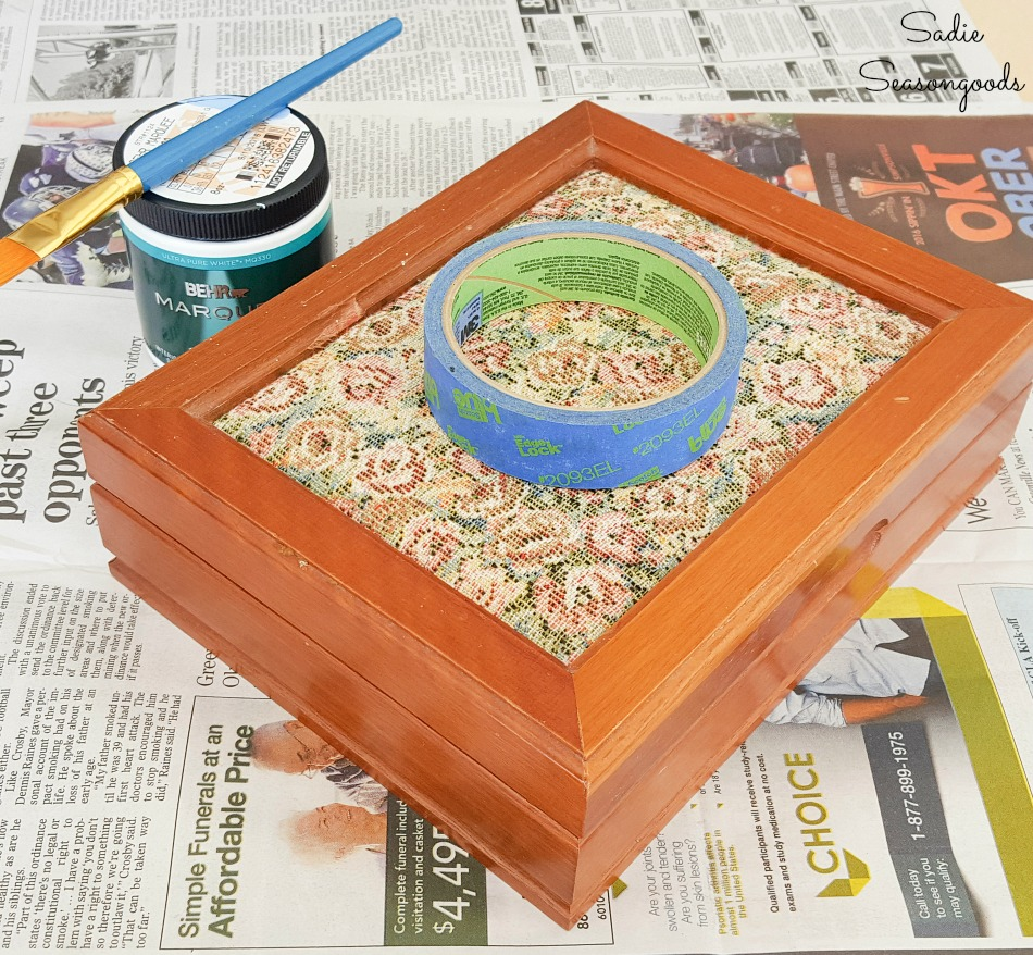 Upcycling a vintage wooden jewelry box with paint
