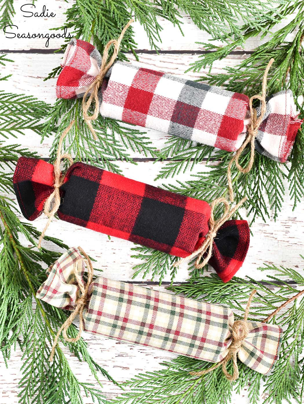 fabric christmas crackers from crafting with flannel