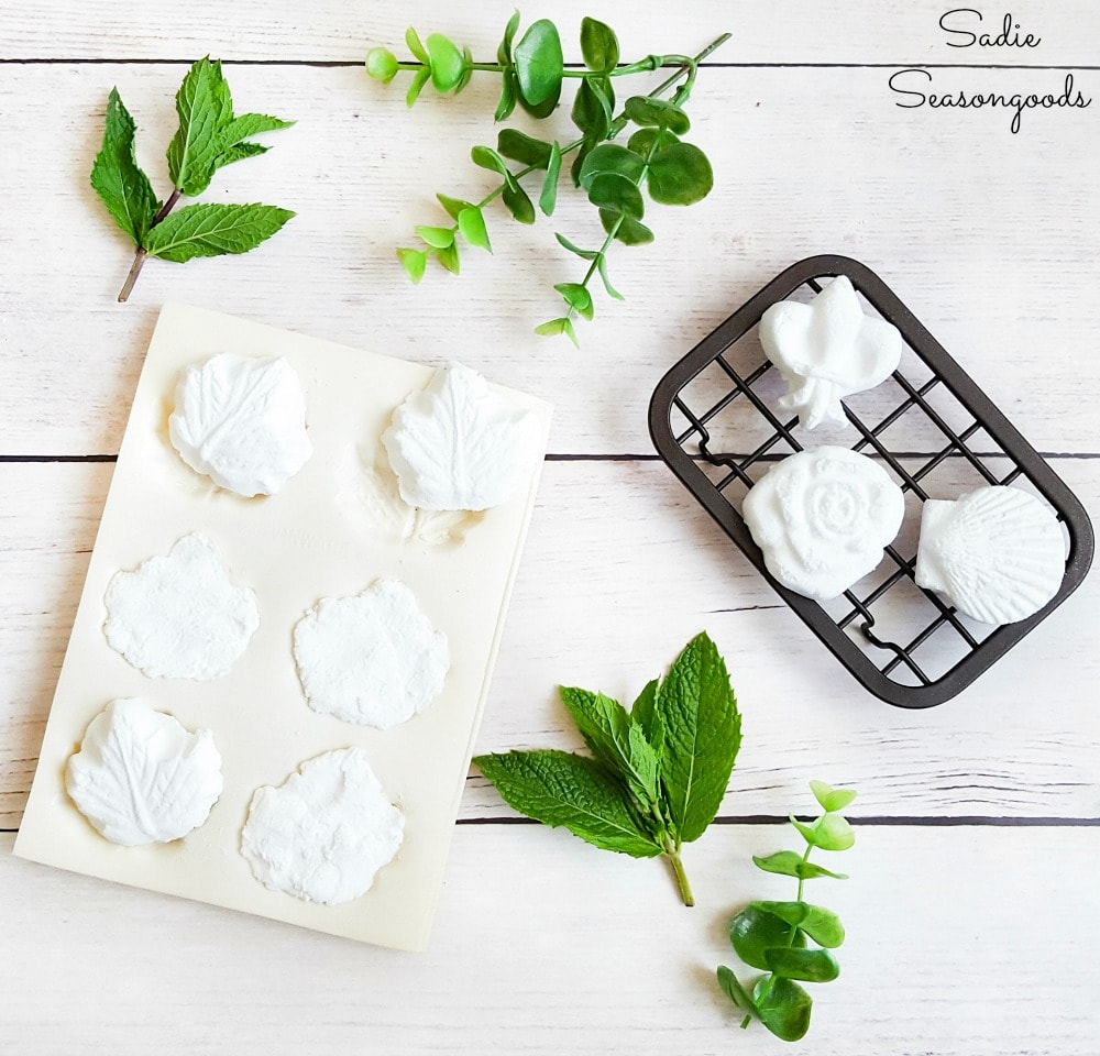All natural sinus decongestant with essential oils and baking soda