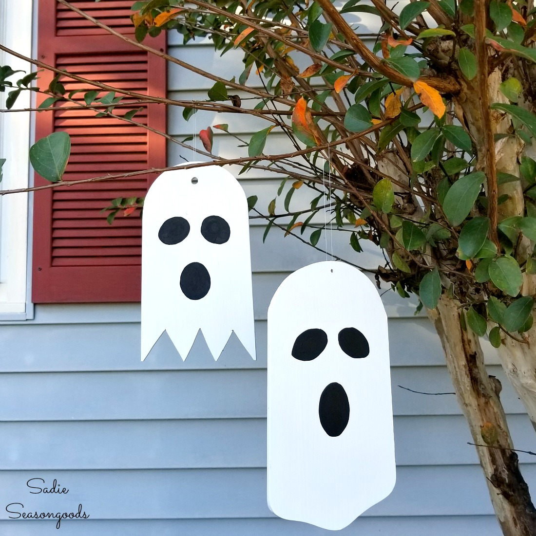 Halloween ornaments and Halloween tree decorations by upcycling the fan blades