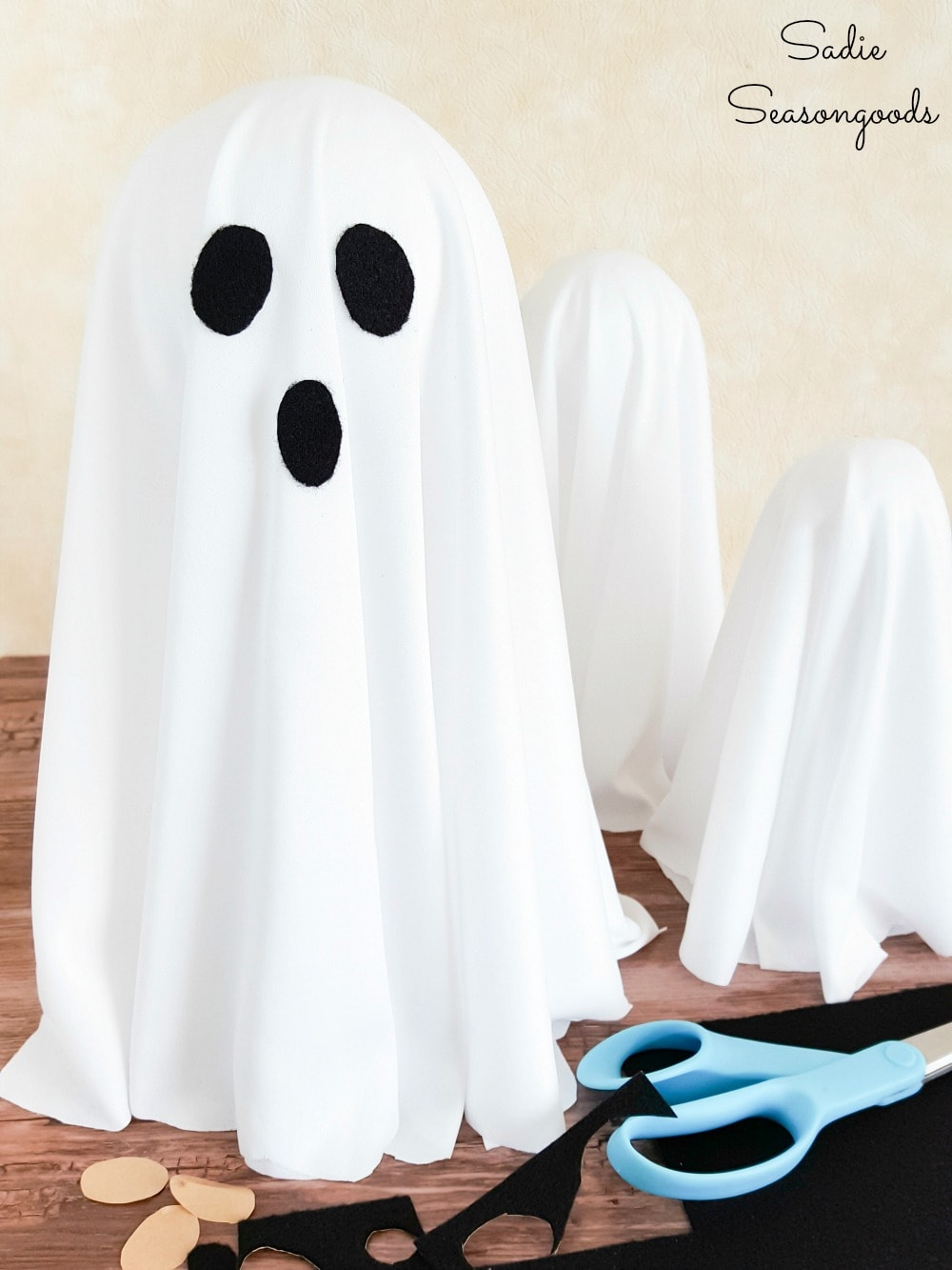 Ghost decorations with adhesive felt and metal candlesticks