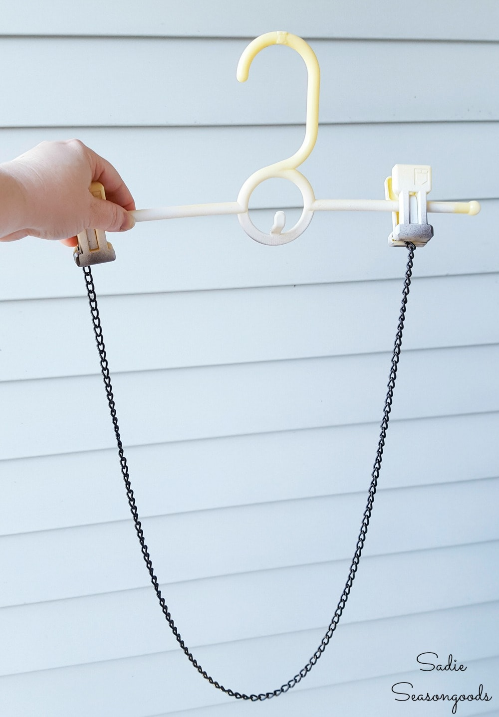 How to spray paint chain by using a clip hanger