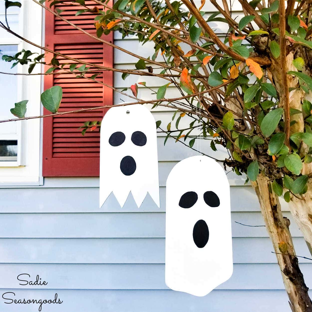 Outdoor Ghost Decorations from Repurposed Ceiling Fan Blades