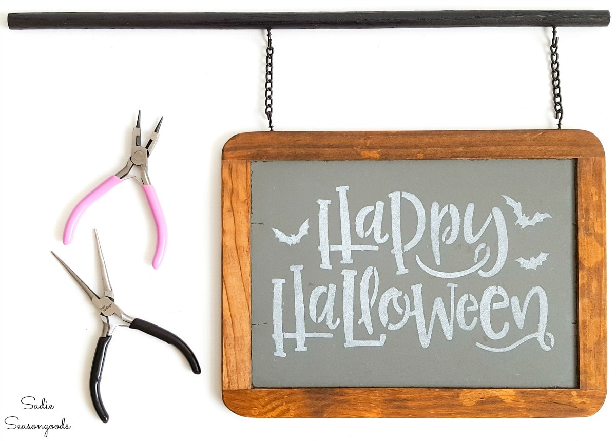 Small chalkboard sign for a Halloween lamp post