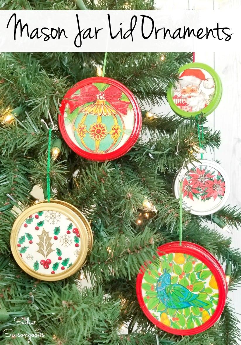 Mason jar lid craft for retro Christmas ornaments