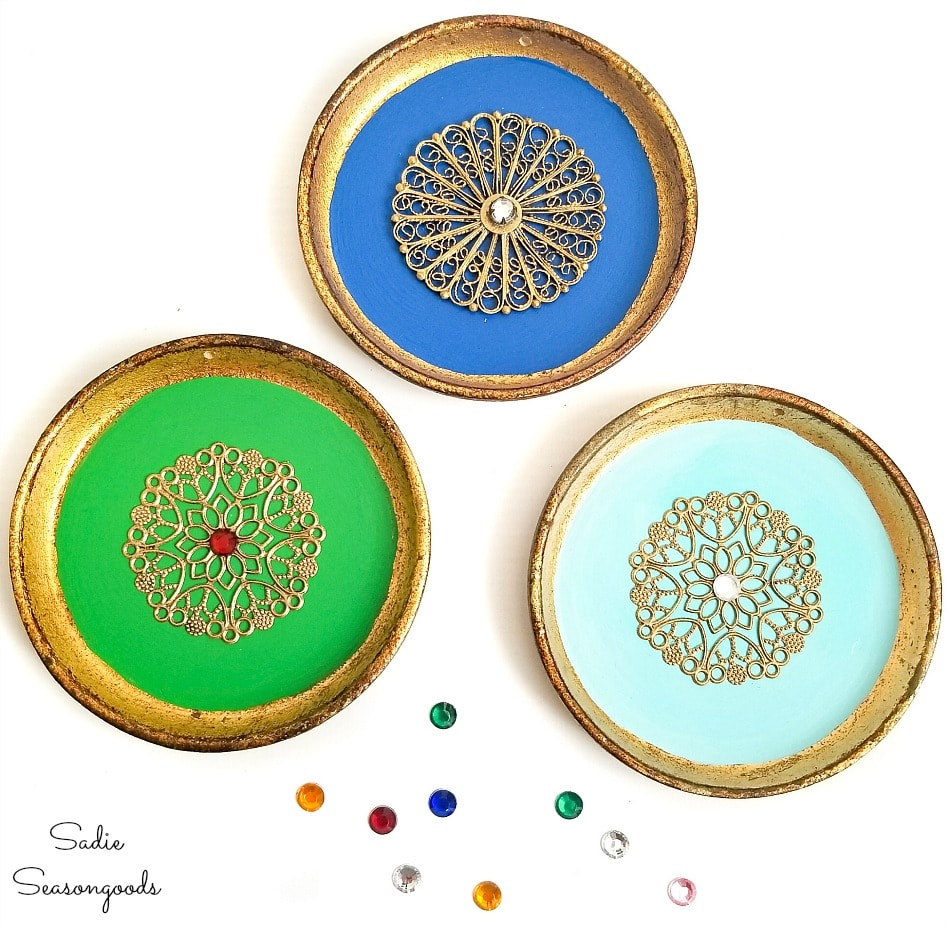 Transforming a wood coasters set into elegant ornaments