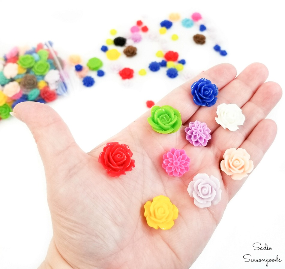 Resin cabochons for decorative thumb tacks