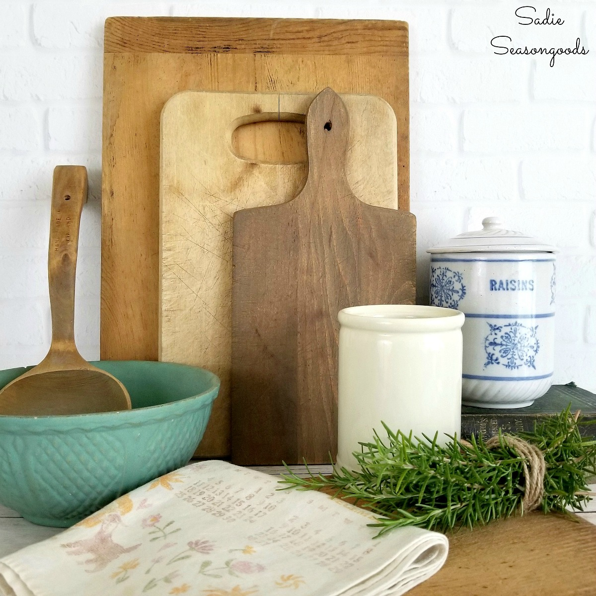 Cheap farmhouse decor from the thrift store and upcycling ideas for French farmhouse decor in the kitchen