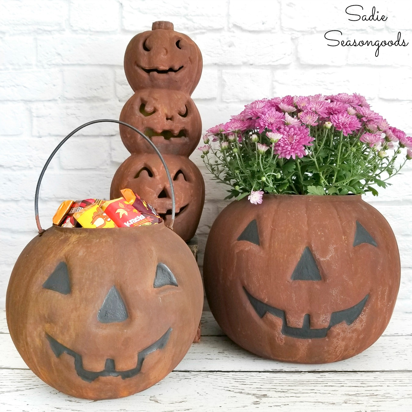 Plastic pumpkins as primitive Halloween decor with rust effect paint
