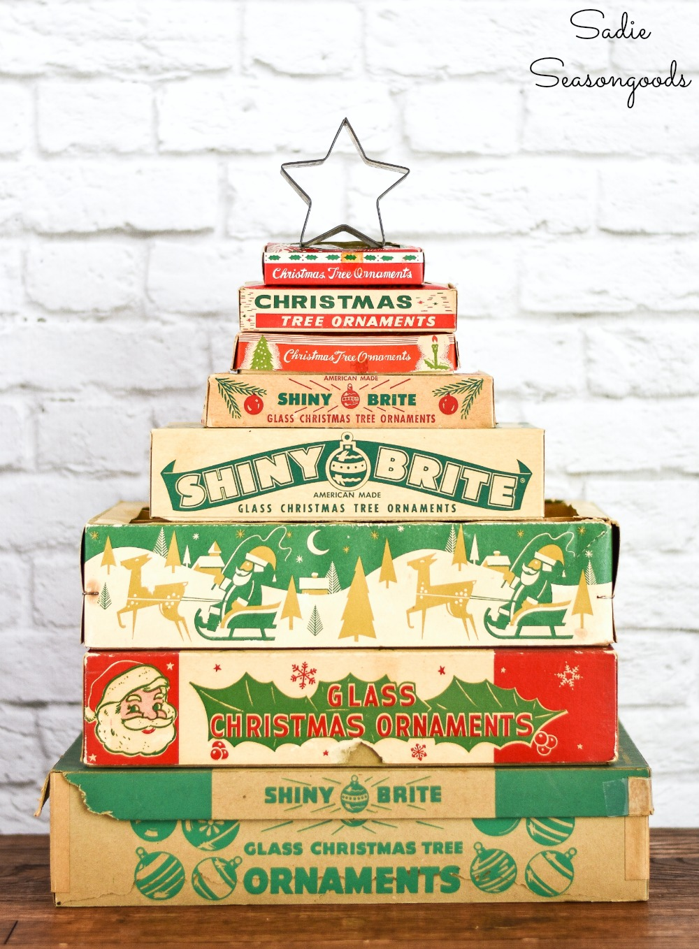 Upcycling ideas for Christmas home decor and vintage Christmas decorations such as ornament boxes as a Christmas tree
