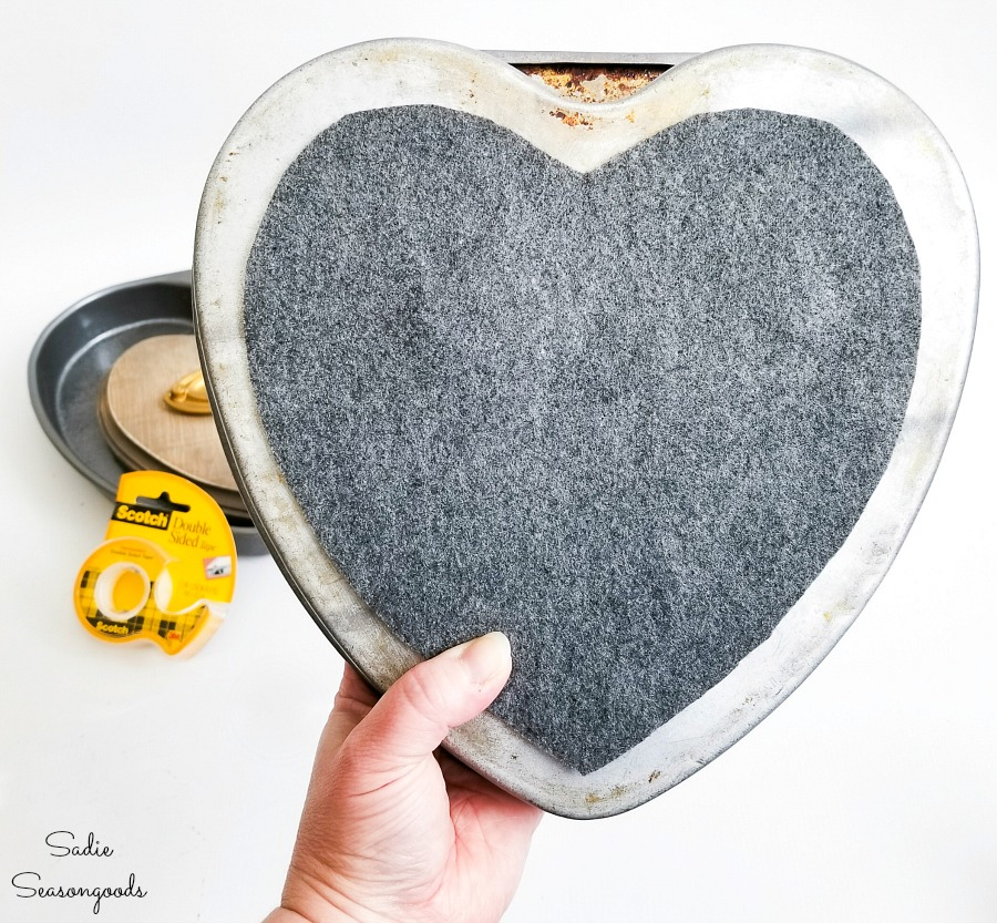 Covering the back of heart decorations with felt to prevent scratching the wall or furniture