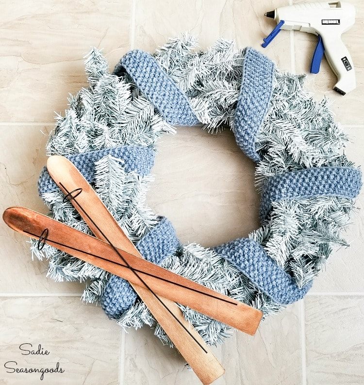 Upcycling a Christmas wreath as a wreath for January