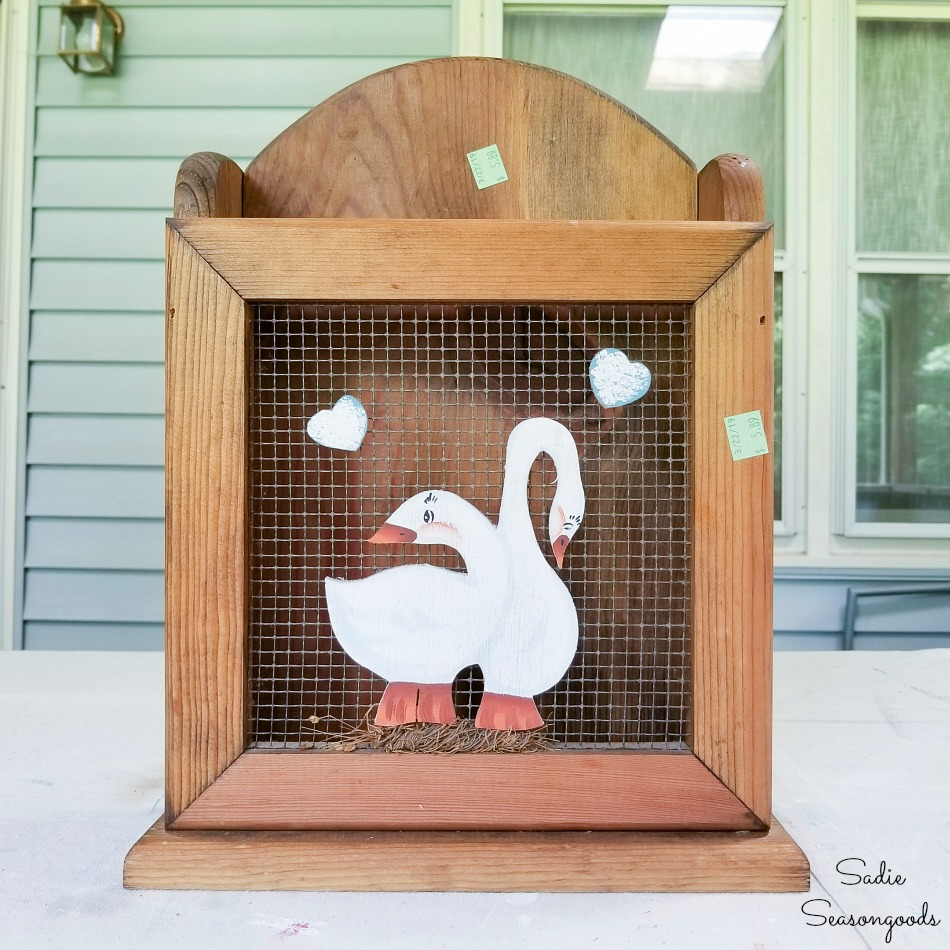 Removing the goose decor from hardware mesh