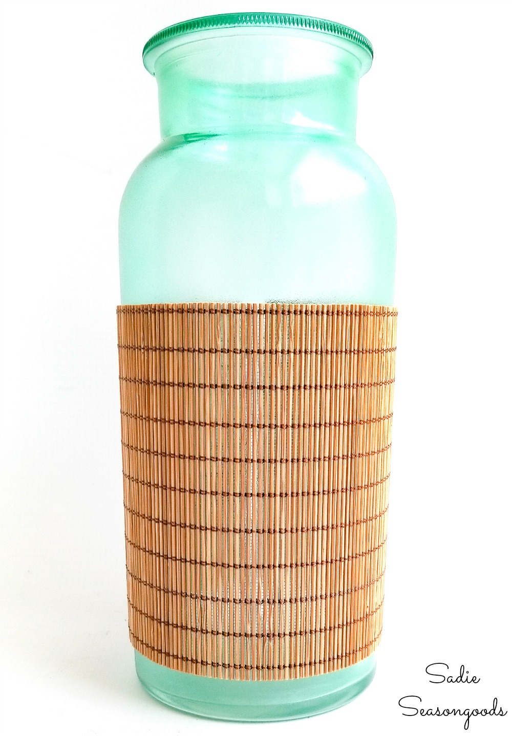 Beach bottles by upcycling a grass placemat and stained glass spray paint
