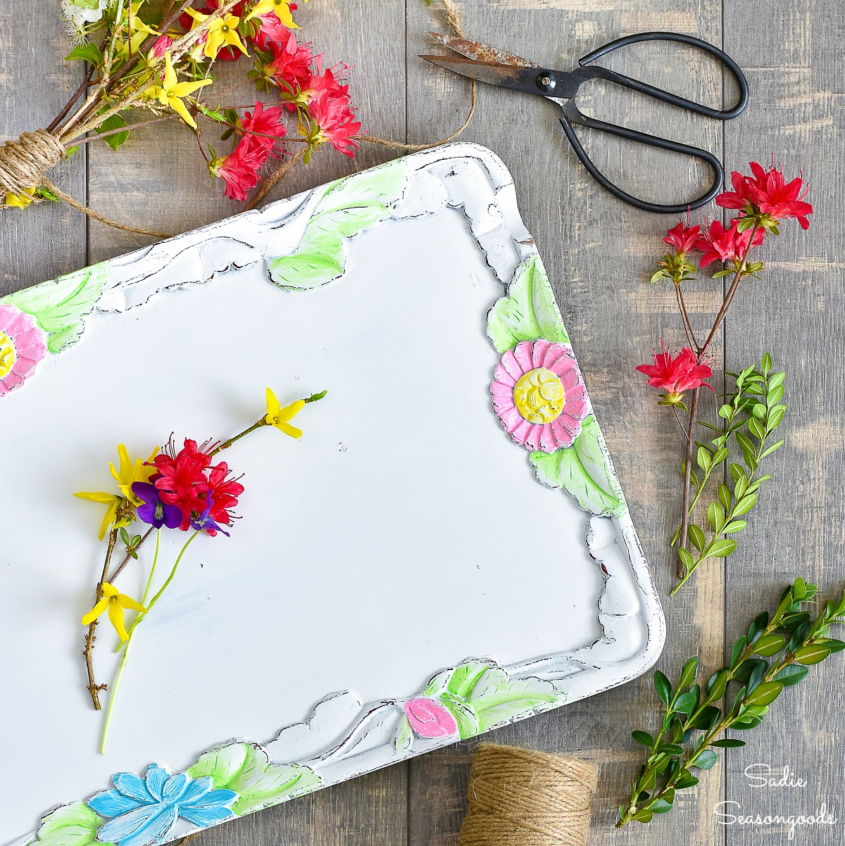 Tole Painting a Large Serving Tray for Spring Decor