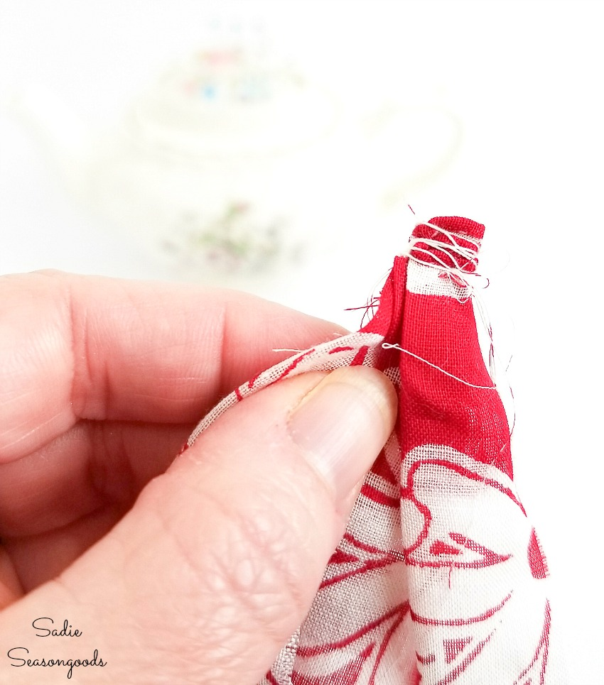 Making a simple bracelet from the vintage hankies