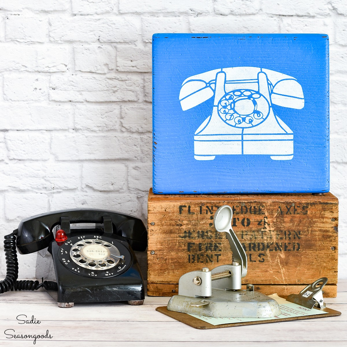 Stenciled Sign Inspired by a Vintage Pay Phone