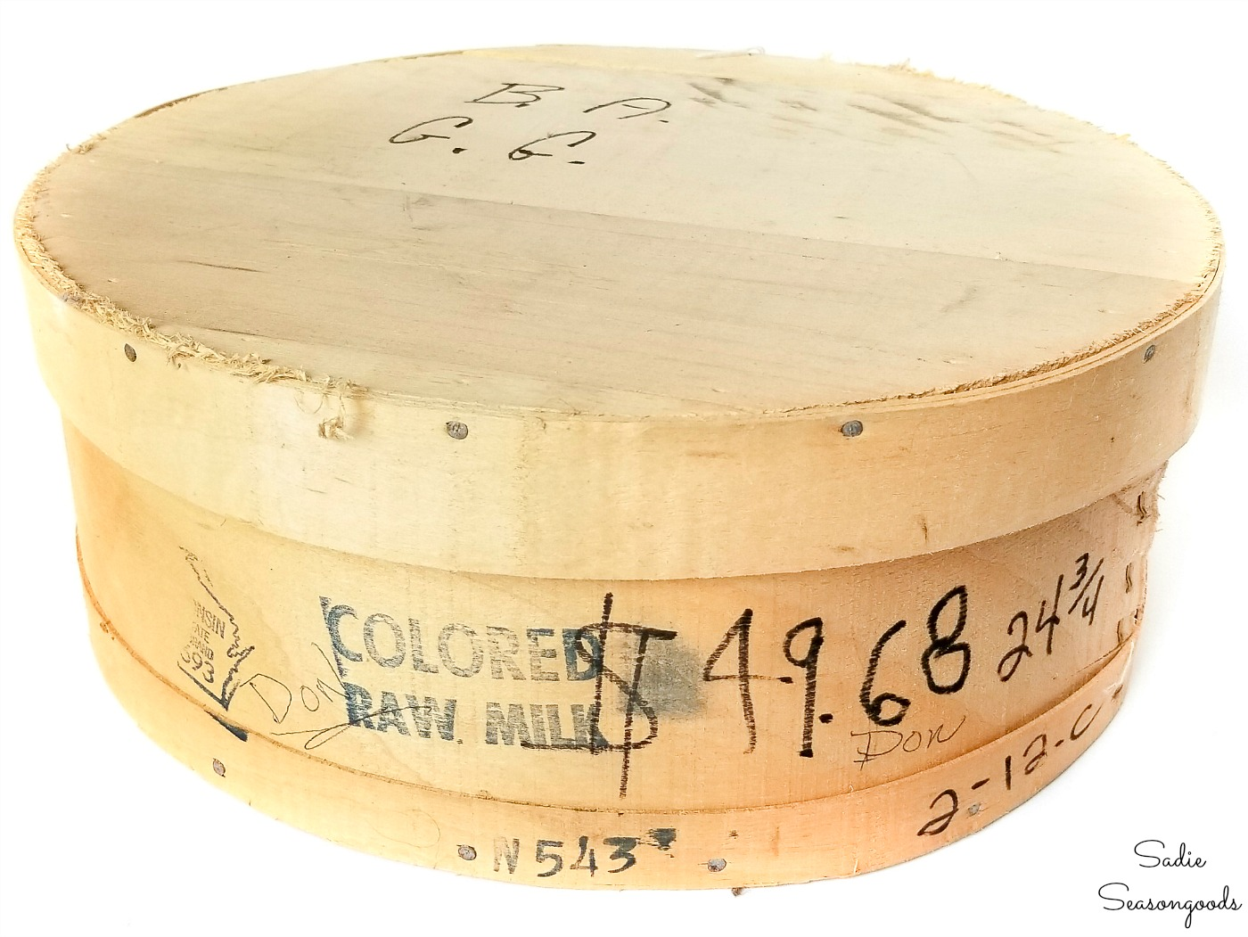 Upcycling the lid of a wood cheese box