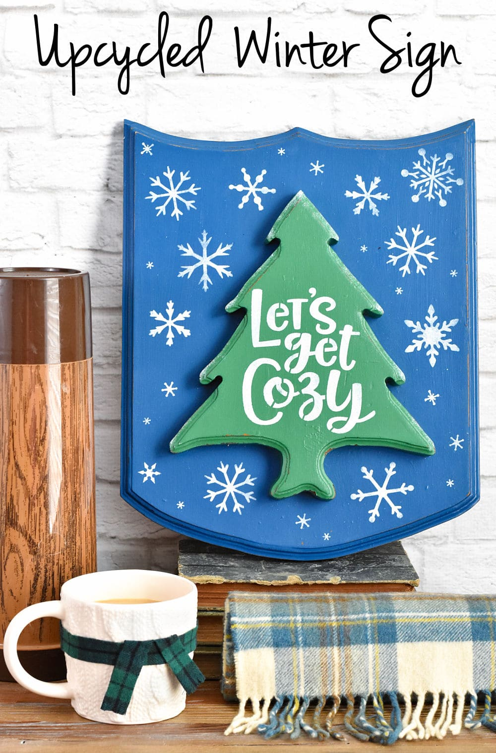 Upcycling a wood plaque as a winter sign