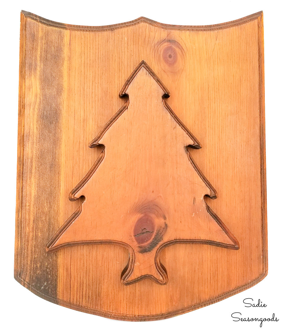 Wood plaque with a pine tree