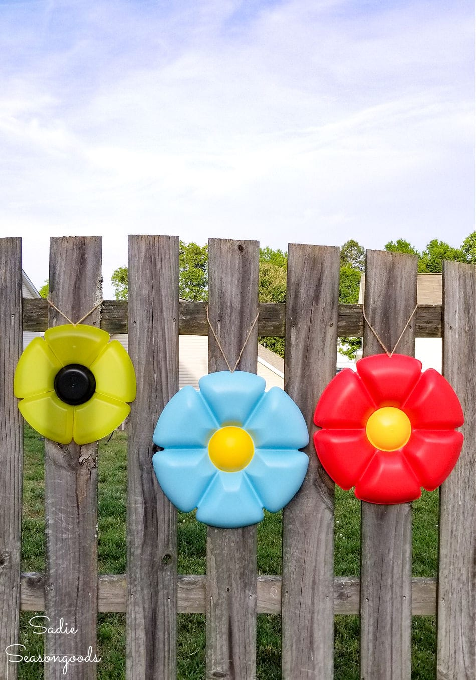 fence decorations from round plastic trays