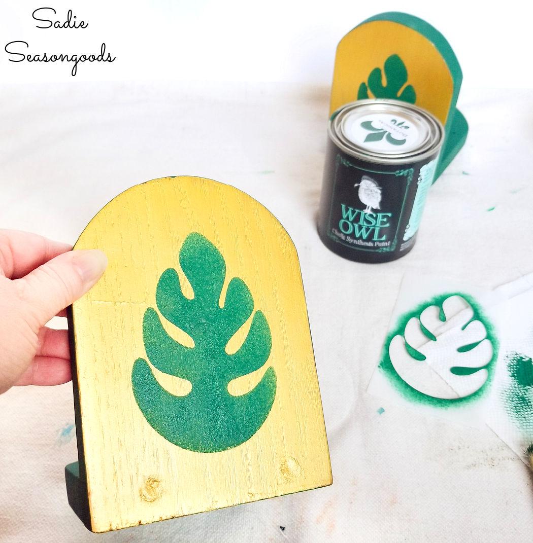 monstera leaf decor